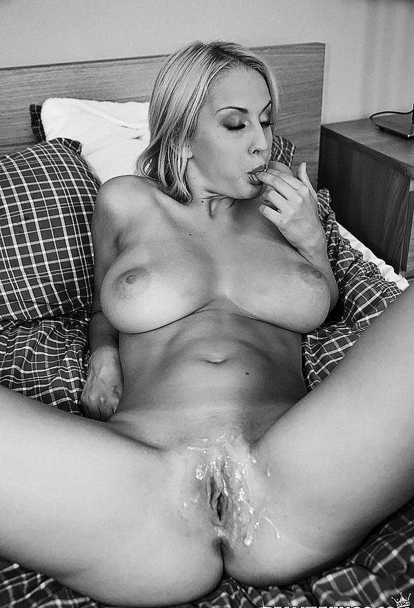 Фото влагалище в сперме красивой блондинки, стюардесса эротические фотографии