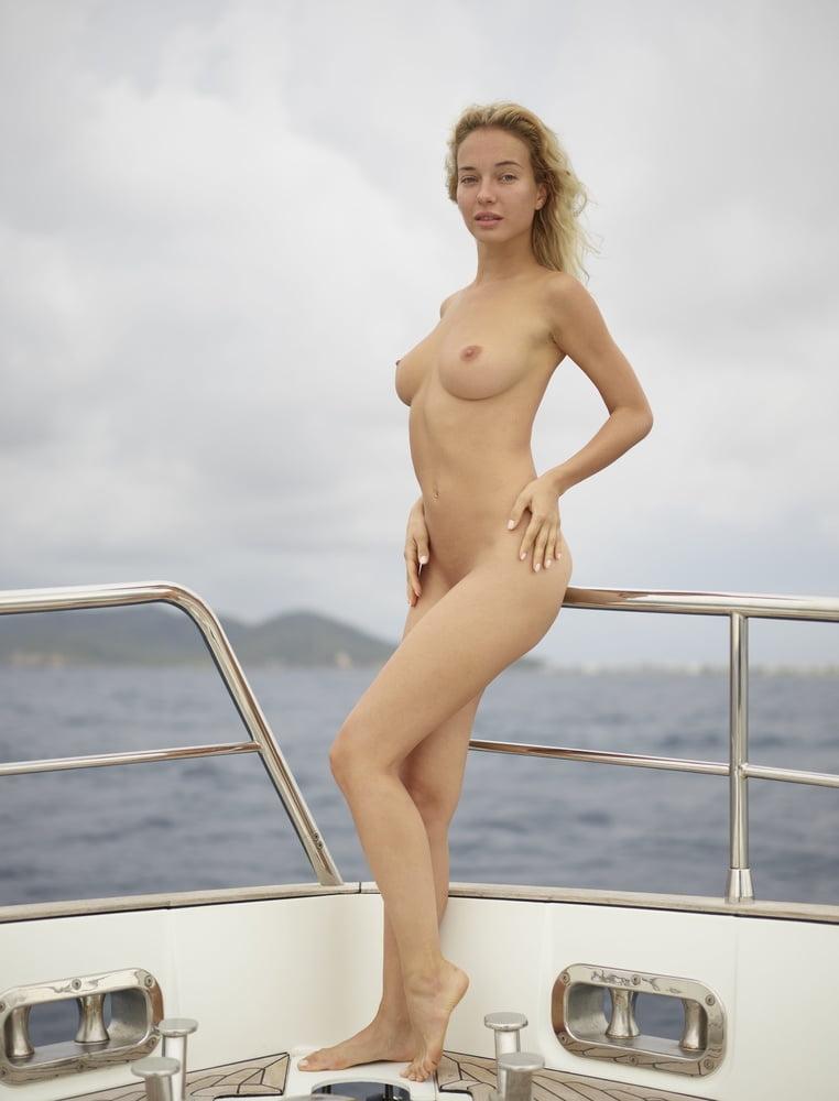 aniston-nude-cruise-galleries-sex-watch