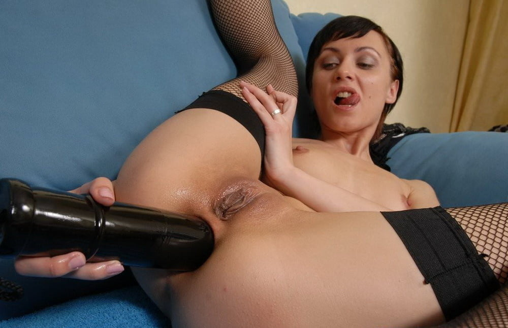 Naked dildo female huge insertion