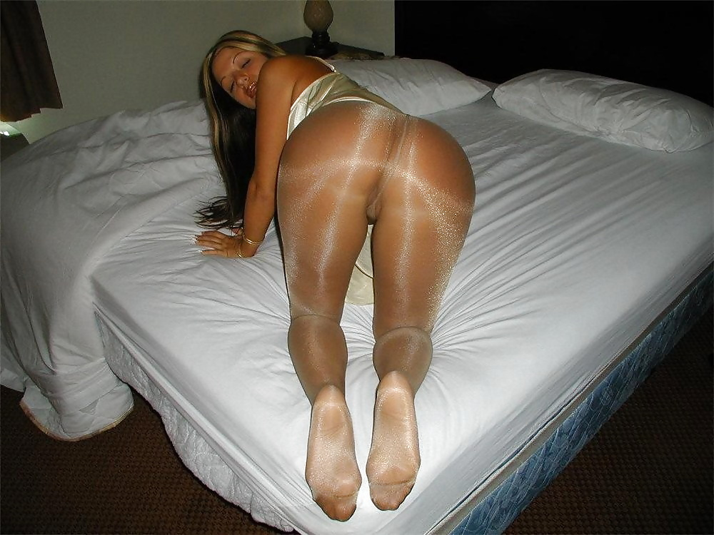 Private pantyhose pics girls in wet pantyhose