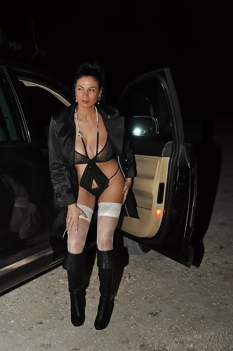 Real amateur hooker prostitute — photo 9