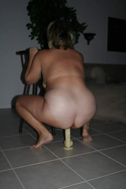 Blonde milf shows off her sexy feet