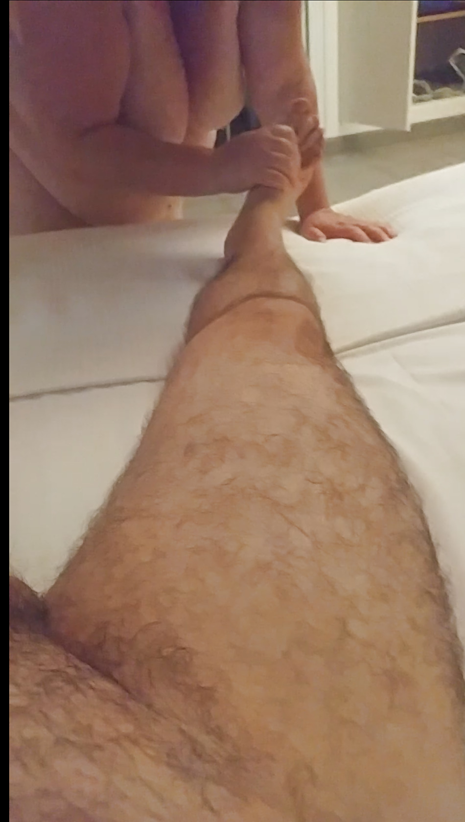 Tetuda preciosa da masaje a chico y se lo folla - 1 part 9