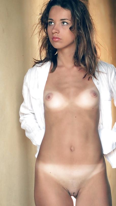 Hot girls tanning naked
