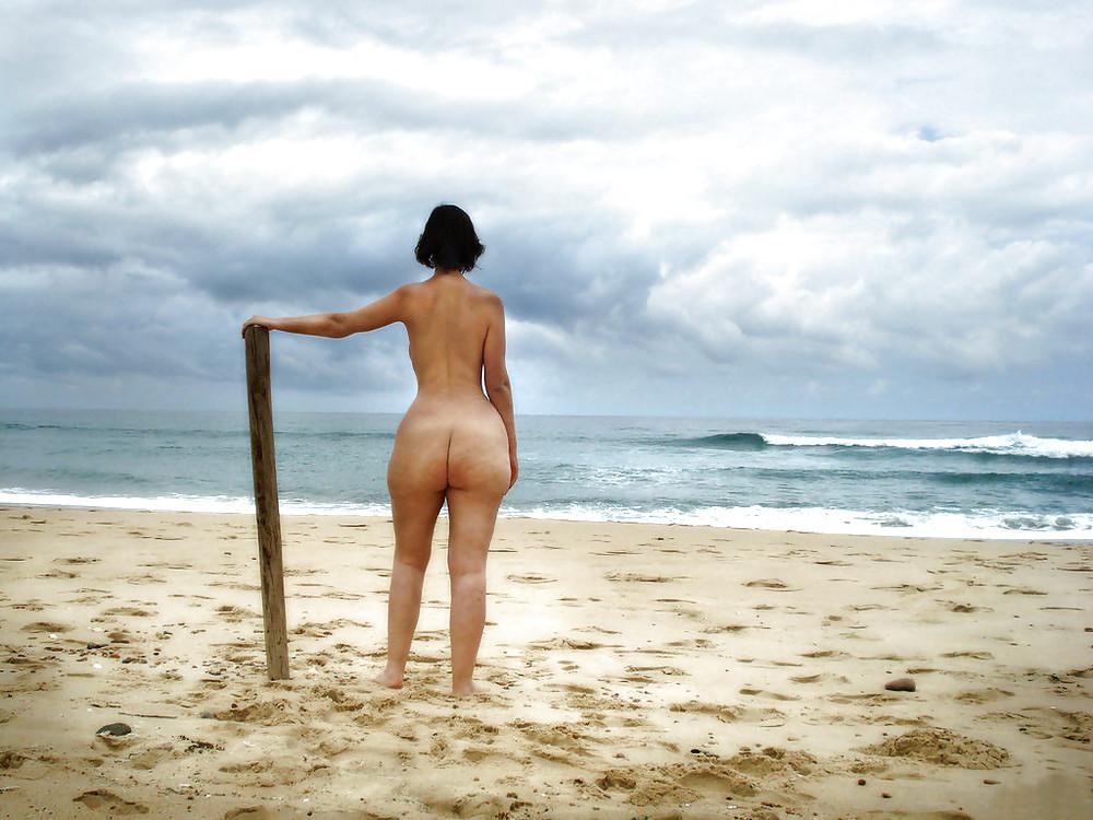 nude-buttcheeks