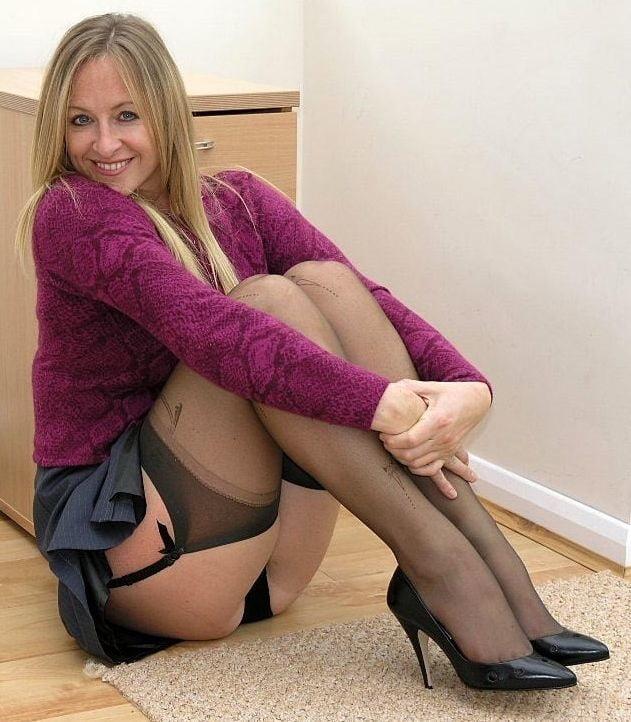 Nylon porn pics, stocking sex galleries, hot girls in pantyhose