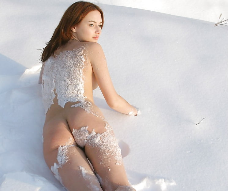 snow-naked-video
