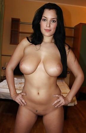 Schwarzhaarige Frauen Nackt