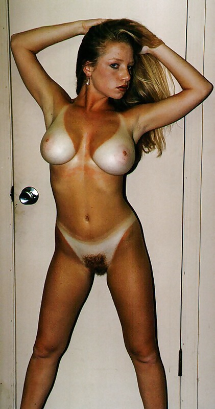 bare-tits-tan-lines-nude-wide-hip-moms