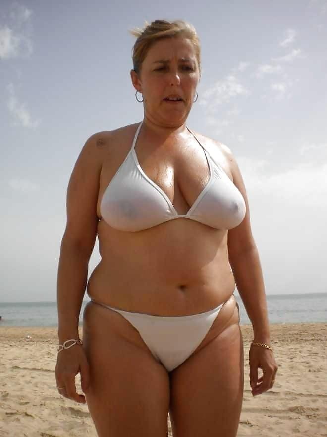 Free hot bikini moms