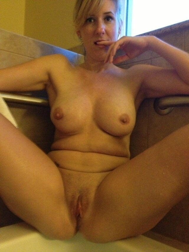 wife-naked-pussy-selfie-college-pussy-picture