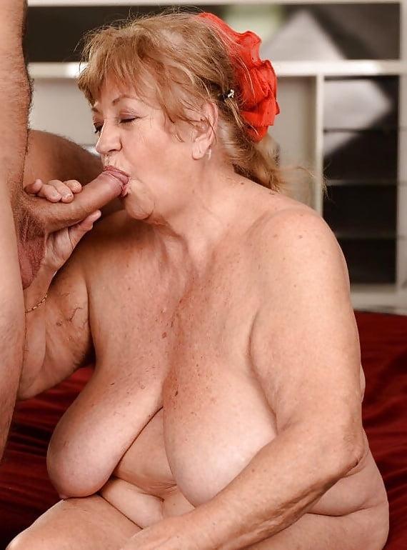 глубокий минет от толстой старушки порно