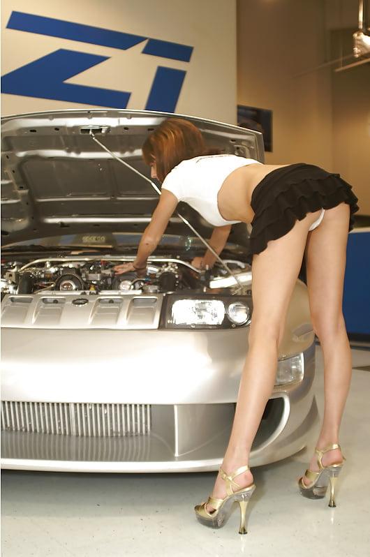 naked-girl-bending-over-mustang