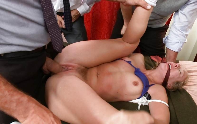 seks-porno-foto-vzyal-studentku-siloy