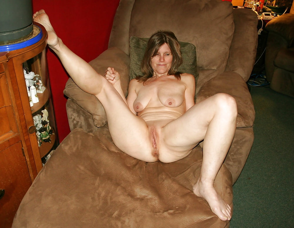 Random nude mom 6