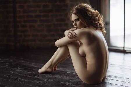 Muller nackt Ellina  Meggan Mallone