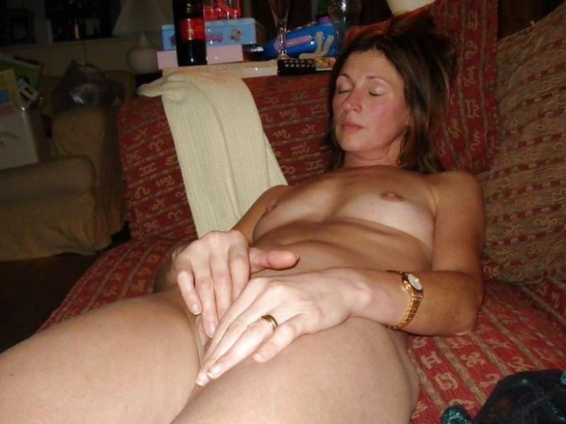 Nude Mom Pics Of Skinny Female Masturbating With Vibrator