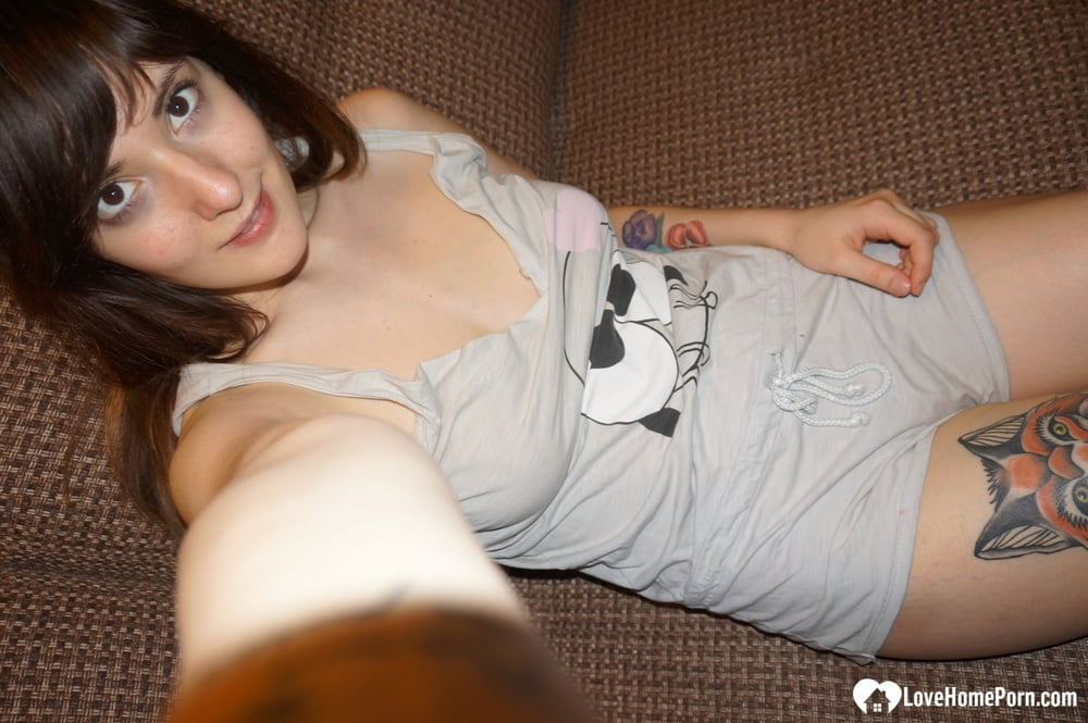 Nerdy hottie loves teasing with her titties - 10 Pics