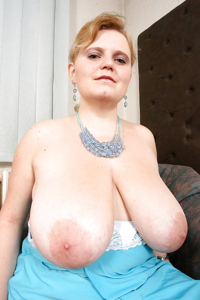 это фото голые сиськи до пупа блондинки брюнетки ловко