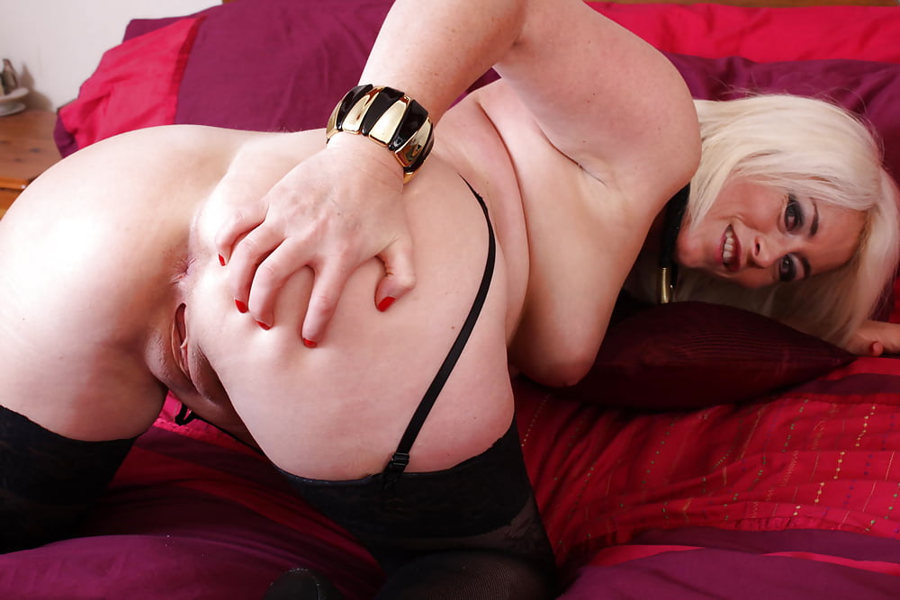 mature-woman-playing-with-herself-submissive-men-who-lick-feet