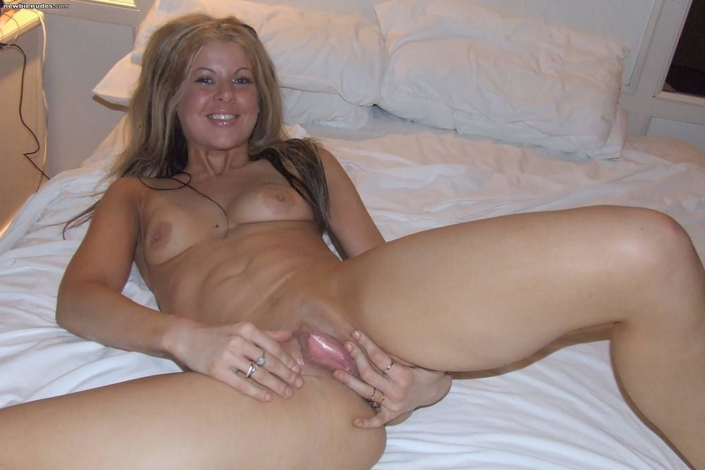 Almost nude amateur milf, cum pussy threesome