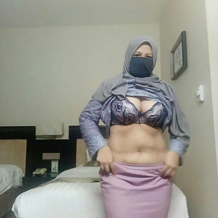 Muslim slut vol.7(salopes arabes ) - 101 Pics