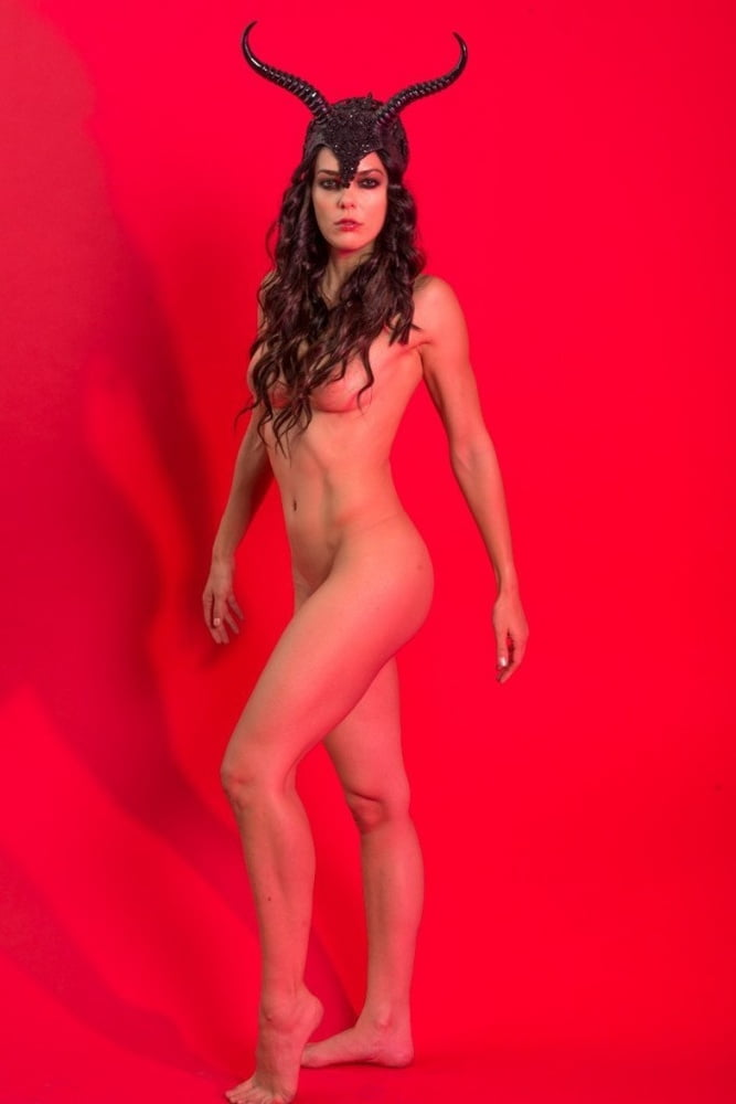 Adrianne curry removes breast implants