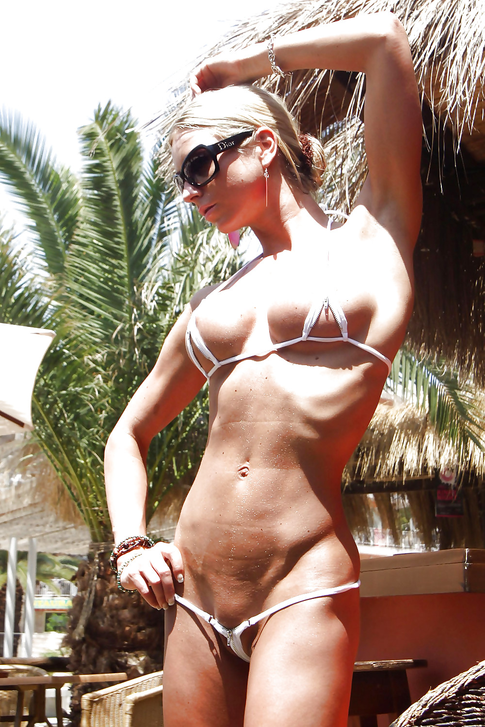 везде система фото голых зрелых женщин в мини бикини богатая категория домашняя