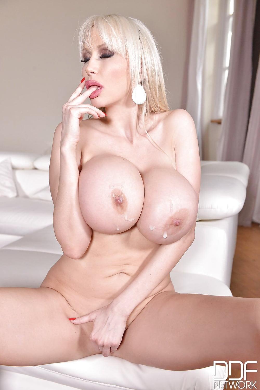 Молодые порно фото баб с силиконовыми огромнейшими дойками онлайн