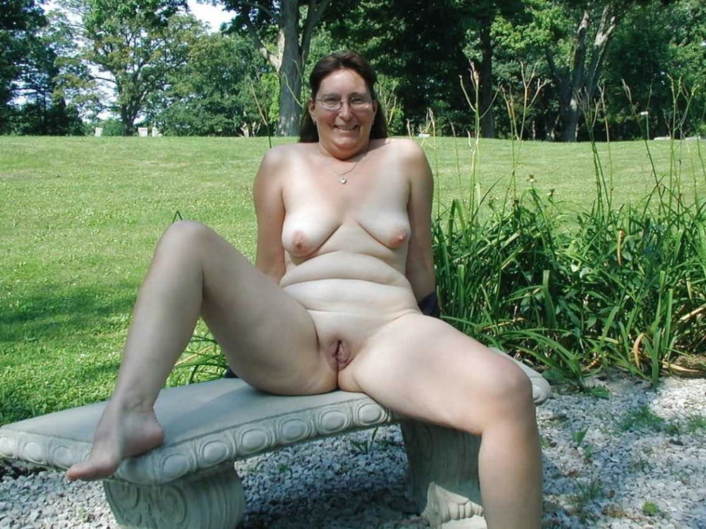 Mature pussy shots outdoor