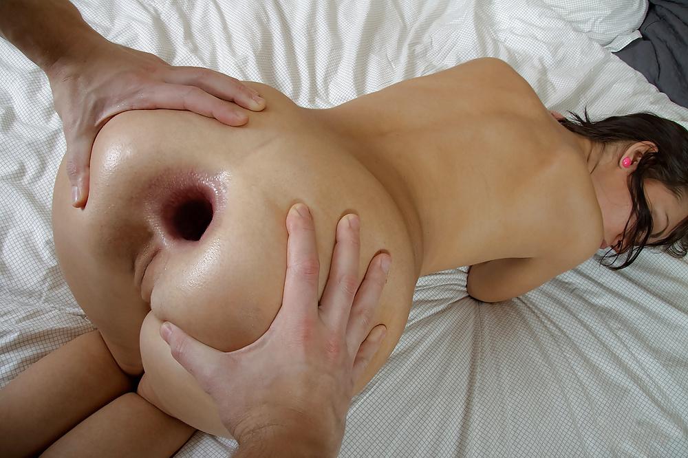 друзьями порно фото огромная дырка в жопу худышек стала поливать