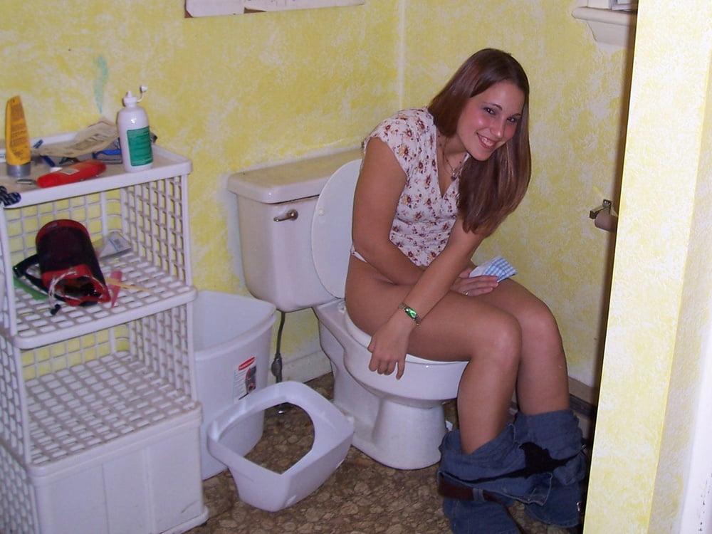 naked-toilet-pics-of-girls