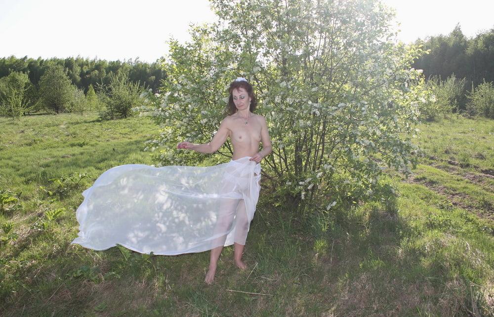 In white spread - 65 Pics