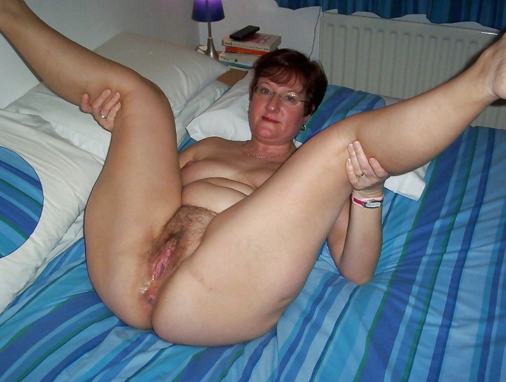 Mature shaved pussy porn pics