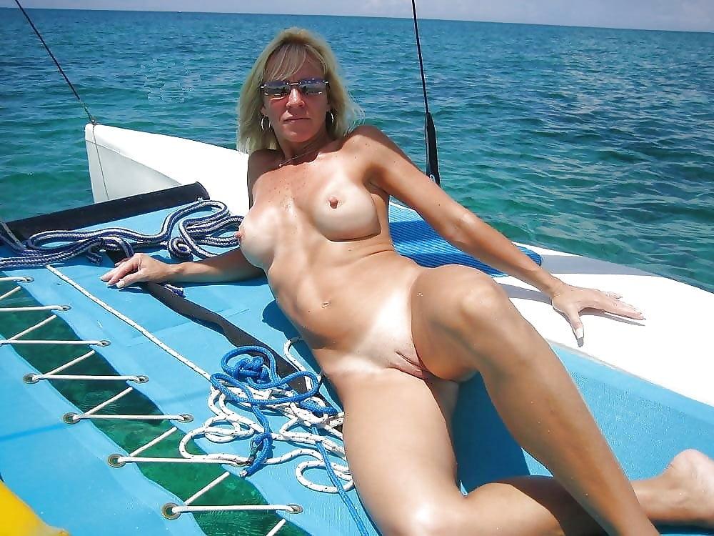 kareena kapoor erotic image free