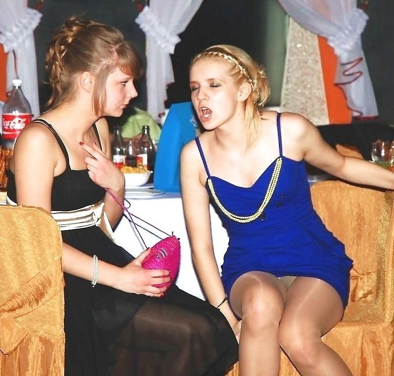 Ххх русское под юбки девушек вечеринке