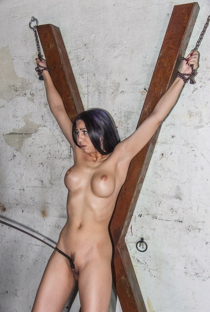 Encouragements ... with the whip - 35 Pics