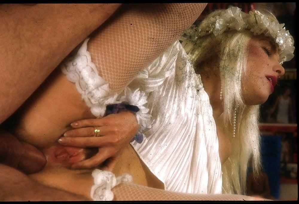 ilona-staller-i-ee-porno-filmi-intim-foto-vecherinok