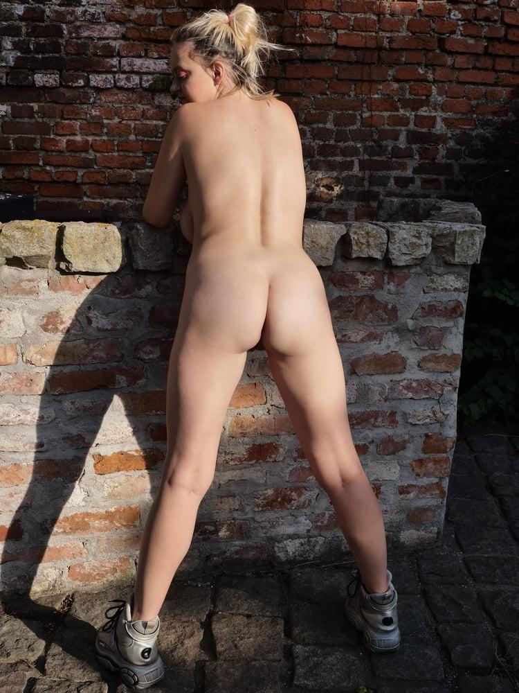 Sandra public nudity - 10 Pics