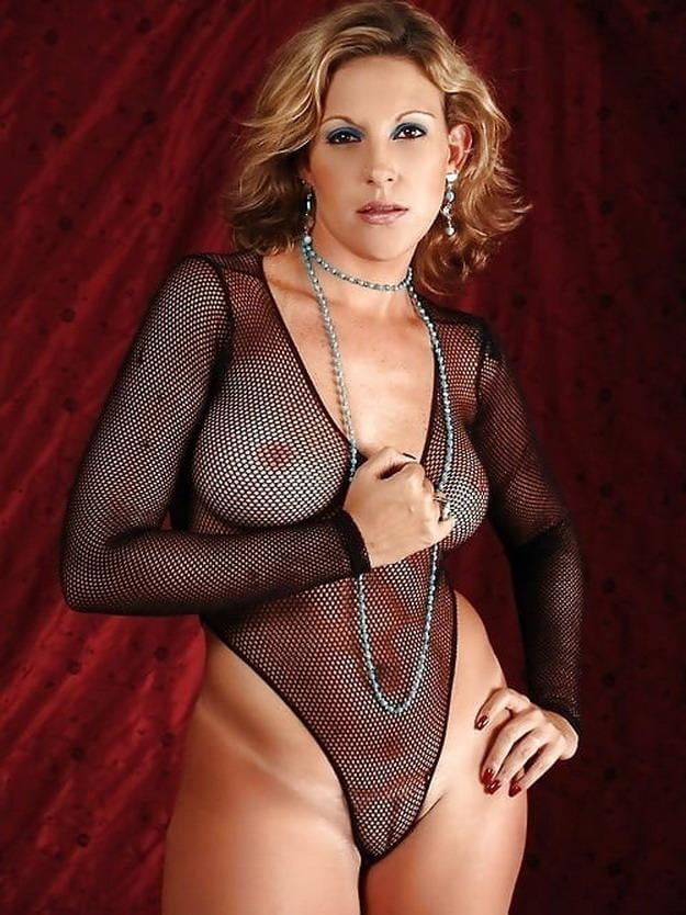 Sexy Mature Woman In Lingerie