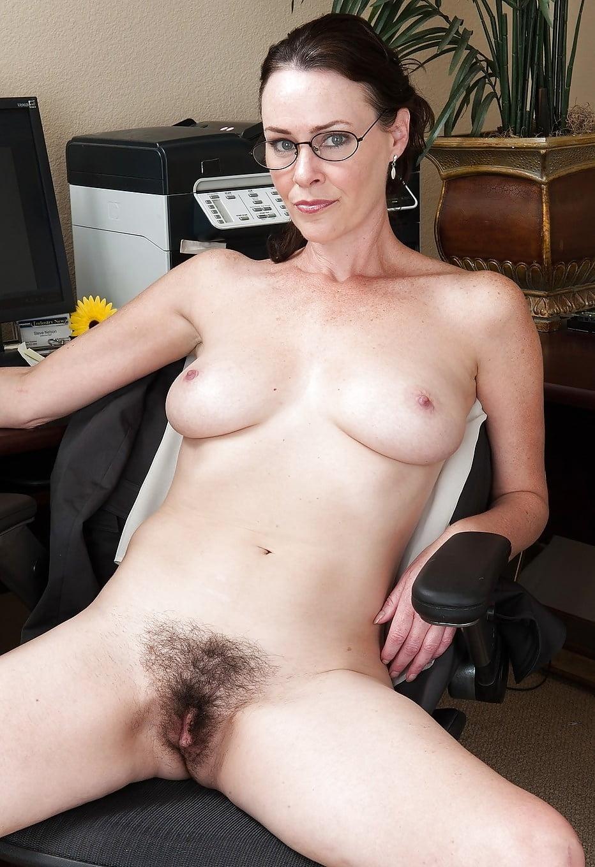 Порно с волосатой директрисой — 1