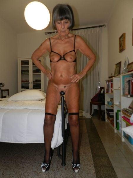 Nude pics of beautiful woman