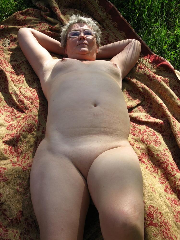 Meine Ehe-Fotze 02 (My Horny Wife 02) - 15 Pics
