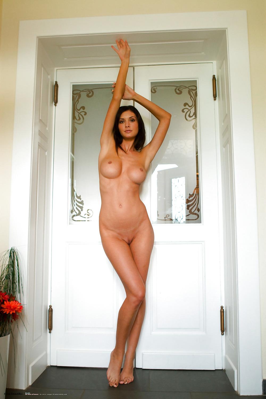 klaudia-completely-naked-voyeur-dancer-pics