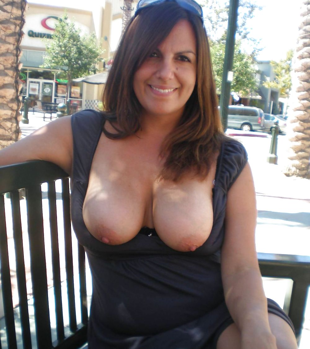 Hot pict with milf mom with natural naked breasts