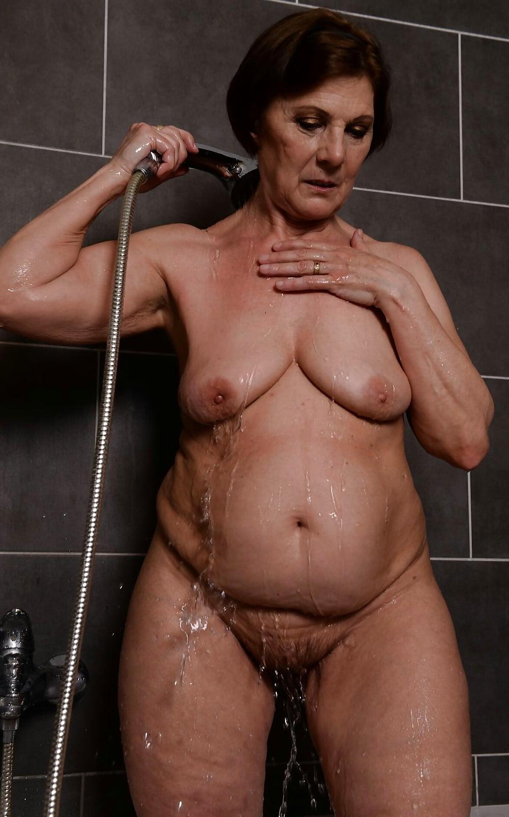 grandma-sexy-shower-pic