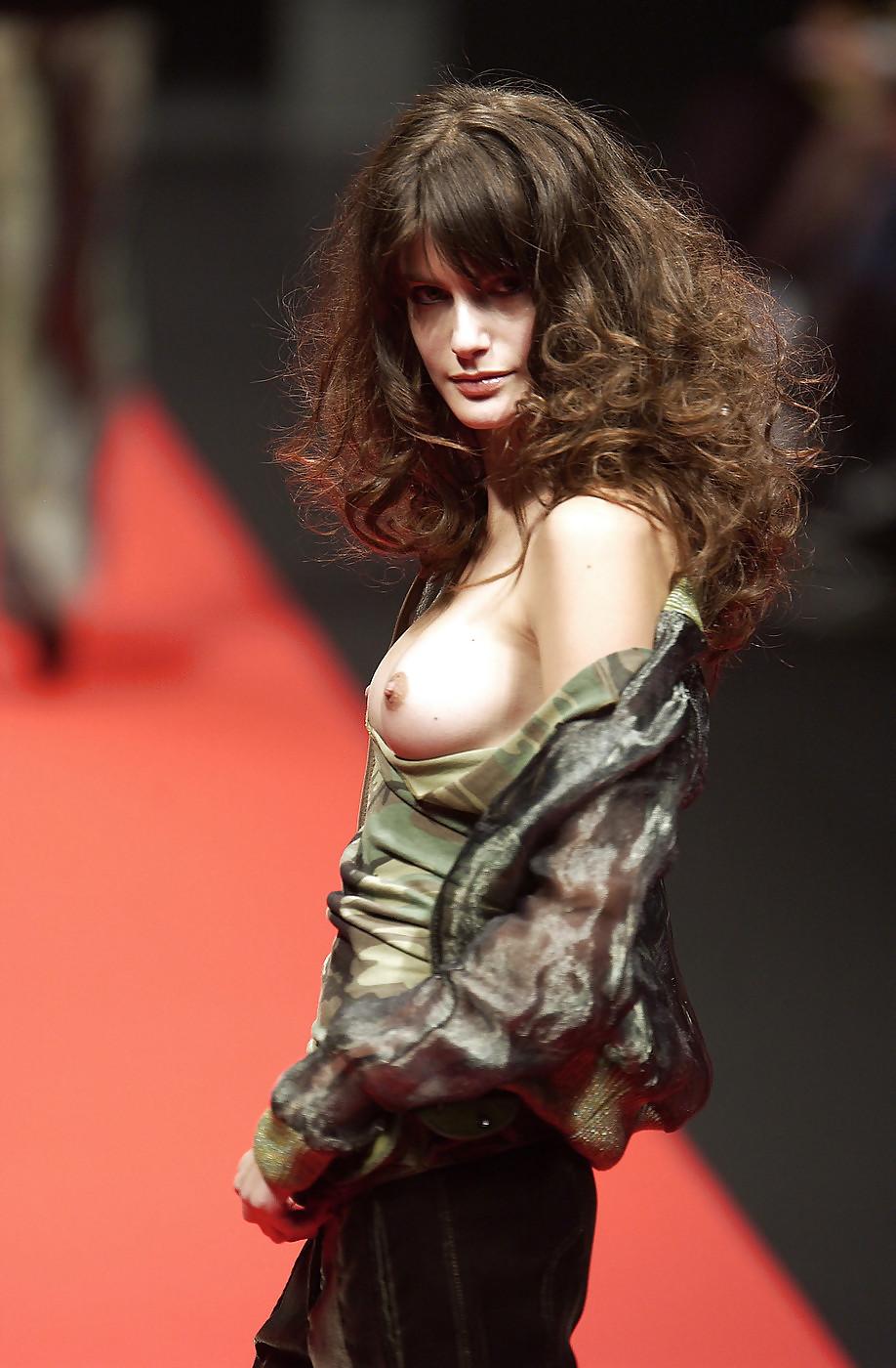 Model walked milan fashion week catwalk with three boobs