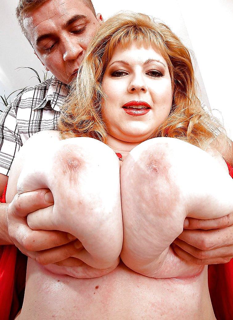баба с гигантскими сиськами жарит мужика