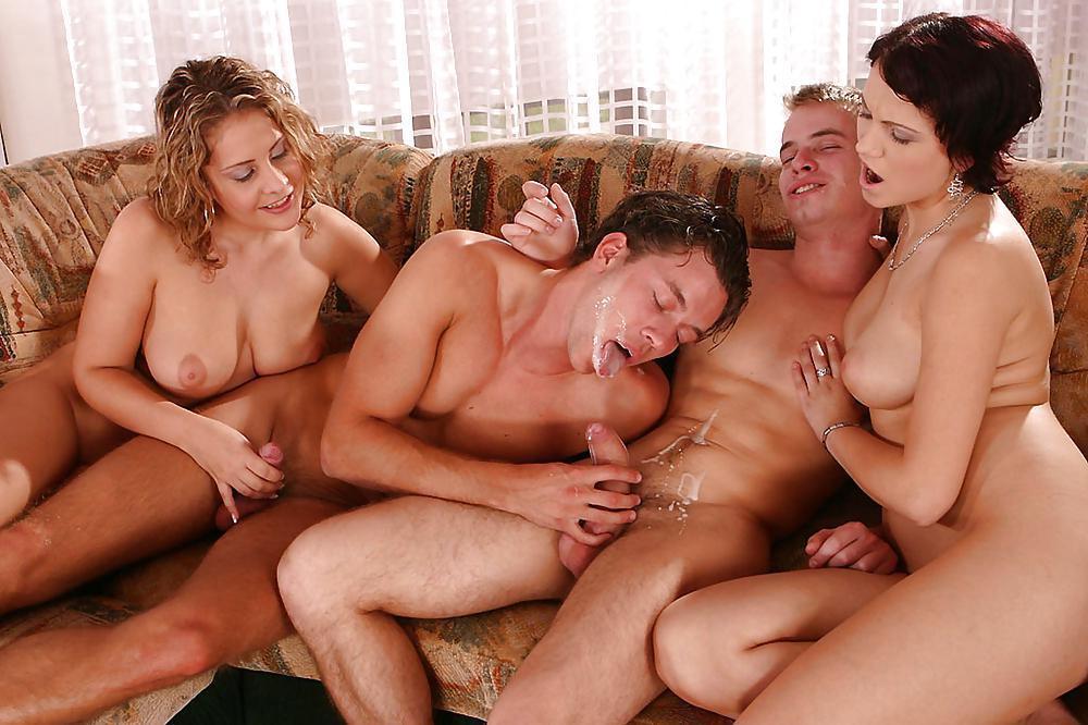 masturbiruet-foto-predlagaem-intim-s-paroy-prishel