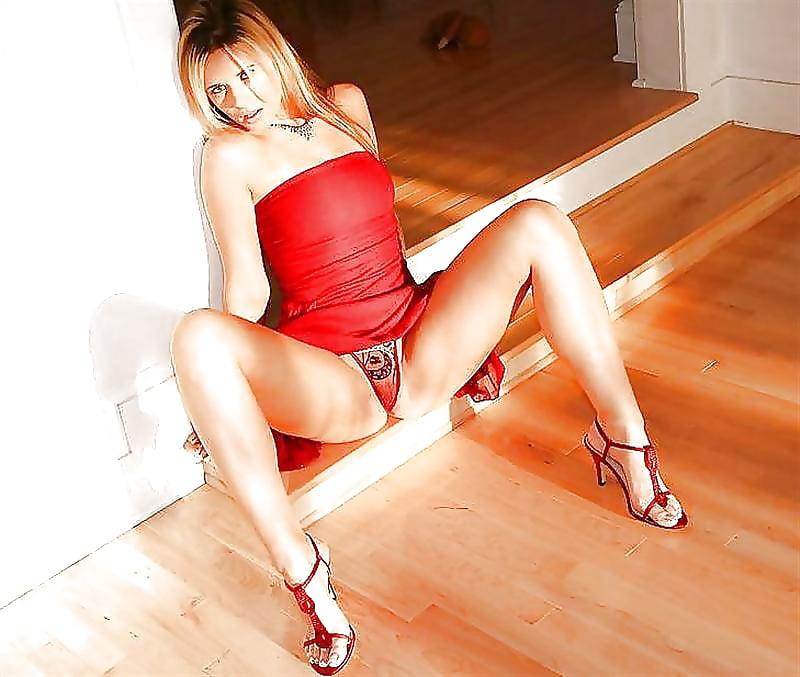 Девушка в коротком платье секс видео онлайн